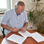 Podpisanie umowy na drogę w Dębowinie (1)