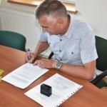 Podpisanie umowy na drogę w Dębowinie (2)