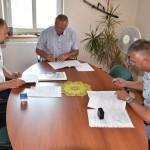 Podpisanie umowy na drogę w Dębowinie (3)