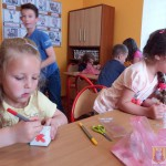 Robienie biżuterii na Dzień Matki (1)