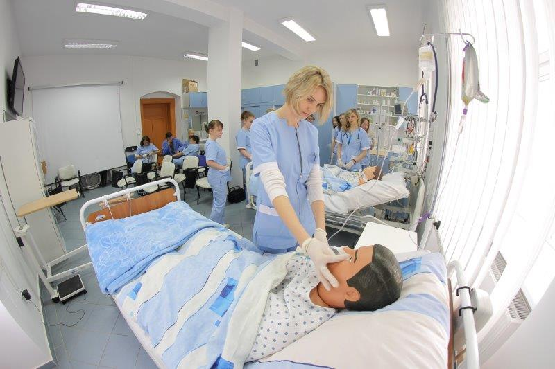 Instytut Pielęgniarstwa - symulator czynności życiowych 2