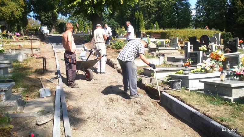 Remont alejek na cmentarzu (3)