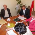Podpisanie umowy na śmieci (3)