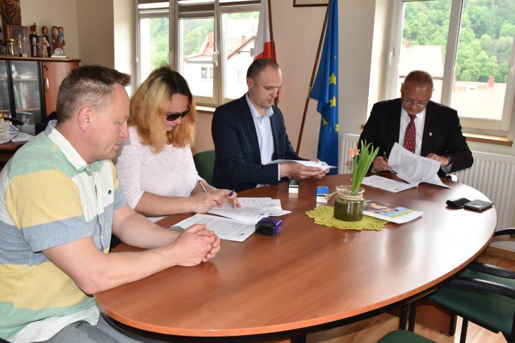 podpisanie umowy (1)