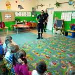 Wizyta strażaków w przedszkolu (1)
