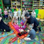 Wizyta strażaków w przedszkolu (11)