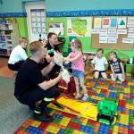 Wizyta strażaków w przedszkolu (13)