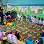 Wizyta strażaków w przedszkolu (15)
