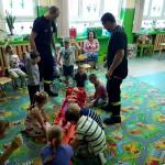 Wizyta strażaków w przedszkolu (19)