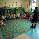 Wizyta strażaków w przedszkolu (21)