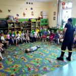 Wizyta strażaków w przedszkolu (24)