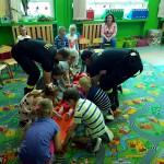 Wizyta strażaków w przedszkolu (26)