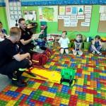 Wizyta strażaków w przedszkolu (29)