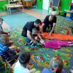 Wizyta strażaków w przedszkolu (33)