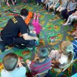 Wizyta strażaków w przedszkolu (4)