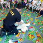 Wizyta strażaków w przedszkolu (40)