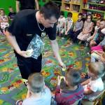 Wizyta strażaków w przedszkolu (41)